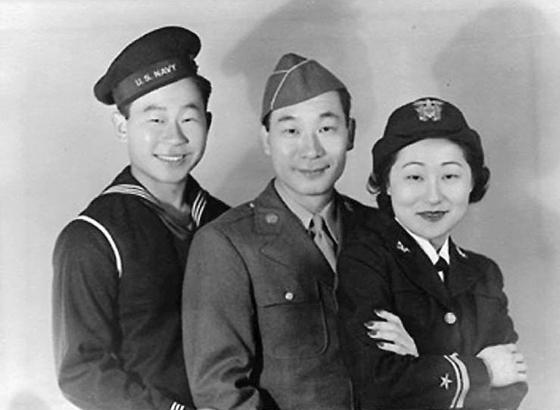 1942년 군에 입대한 도산 안창호 선생의 삼남매. 왼쪽부터 안필영, 안필립, 안수산. [사진 위키피디어]