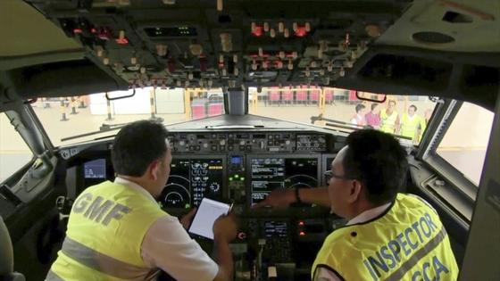 인도네시아 공항에서 잇따라 추락 사고가 난 보잉 737 맥스8 여객기에 대한 조사가 진행되고 있다. [AP=연합뉴스]