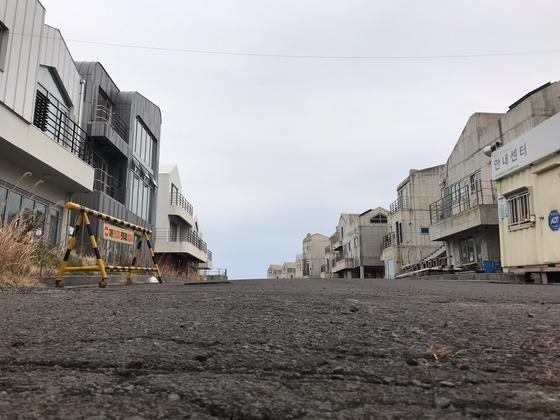 공사지가 중단된채 방치된 제주 예래휴양형주거단지 건물들. 최충일 기자