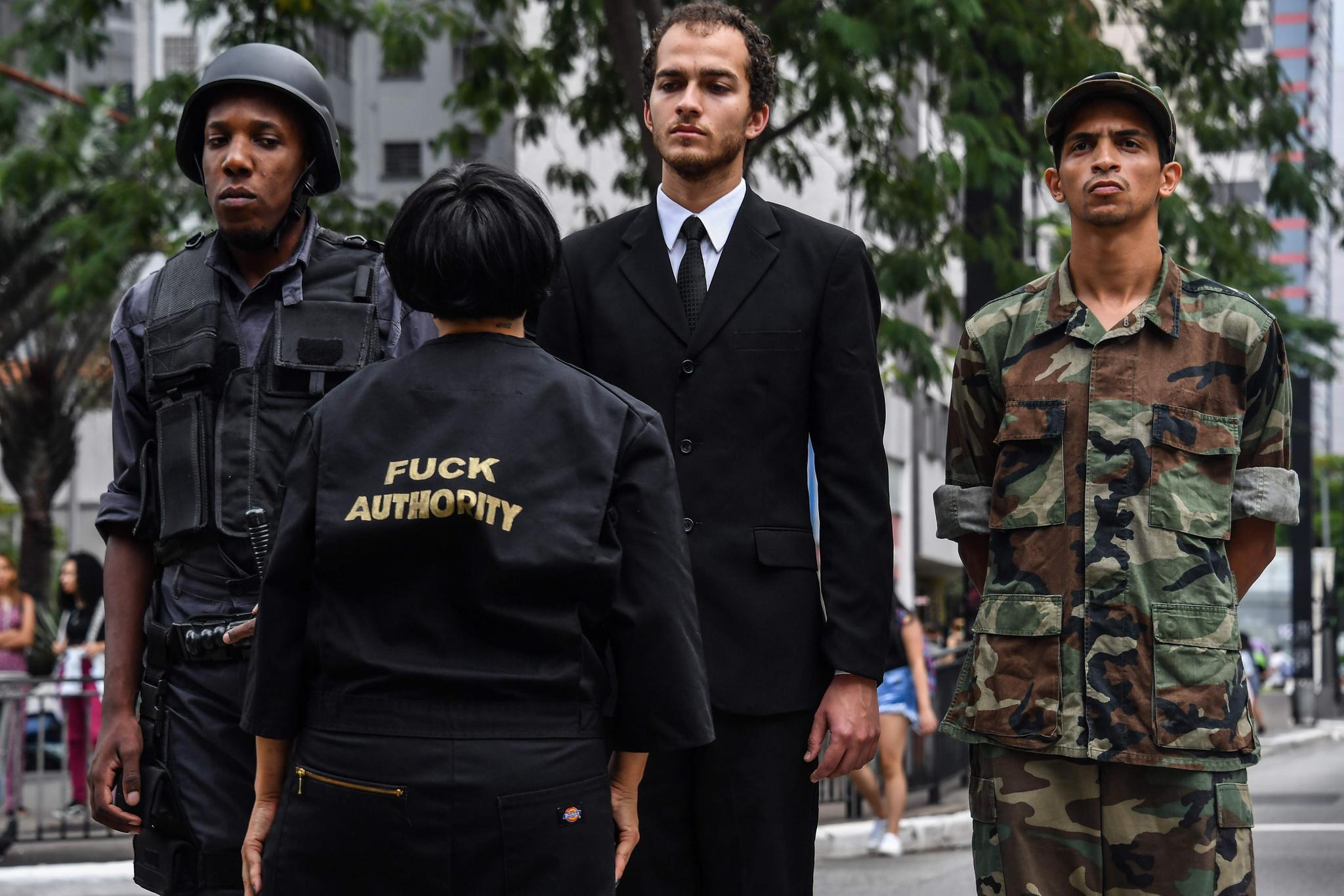 데보라 카스티요의 옷에 정권을 비판하는 문구가 적혀있다. [AFP=연합뉴스]