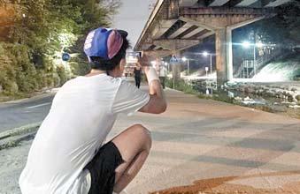김성훈씨가 동호회 활동 모습을 동영상으로 찍고 있다.