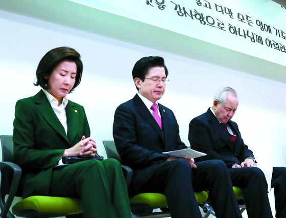 한국당 기도회에 김장환 목사 참석