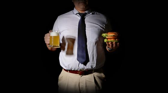 한국의 대장암 발병률은 세계 최고 수준이다. 대장암 발생률 급증의 원인은 서구식 식생활이다. [중앙포토]