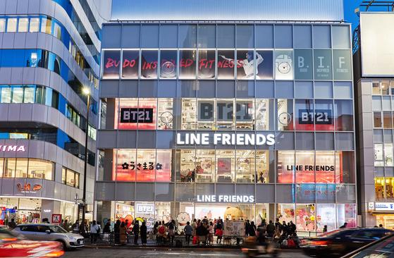 일본 도쿄에서 쇼핑의 중심지인 하라주쿠의 랜드마크가 된 라인프렌즈 하라주쿠 스토어 외관.