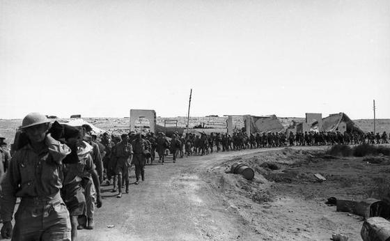 2차세계대전 시기 북아프리카 전선 영국군 행렬 [중앙포토]