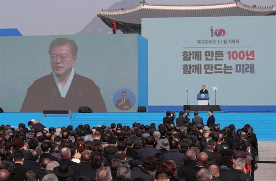 문재인 대통령이 3월 1일 오전 서울 광화문광장에서 열린 제100주년 3·1절 중앙기념식에서 기념사를 하고 있다. / 사진:연합뉴스