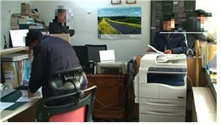 서울시 교통사법경찰반이 택시를 불법으로 빌려준 회사를 압수수색하고 있다.[사진 서울시]