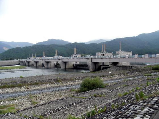 일본 후쿠이현의 쿠주류강에 설치된 보인 나루카다이수케. [중앙포토]