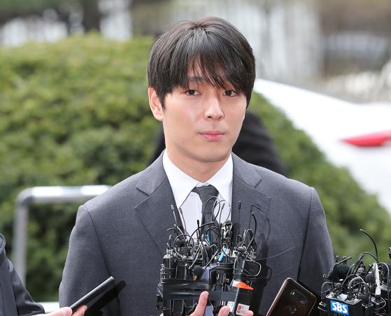 서울지방경찰청 광역수사대는 2016년 2월 음주단속 당시 단속 경찰에게 200만원을 건네려 한 혐의로 FT아일랜드 멤버 최종훈을 입건했다고 21일 밝혔다. [중앙포토]