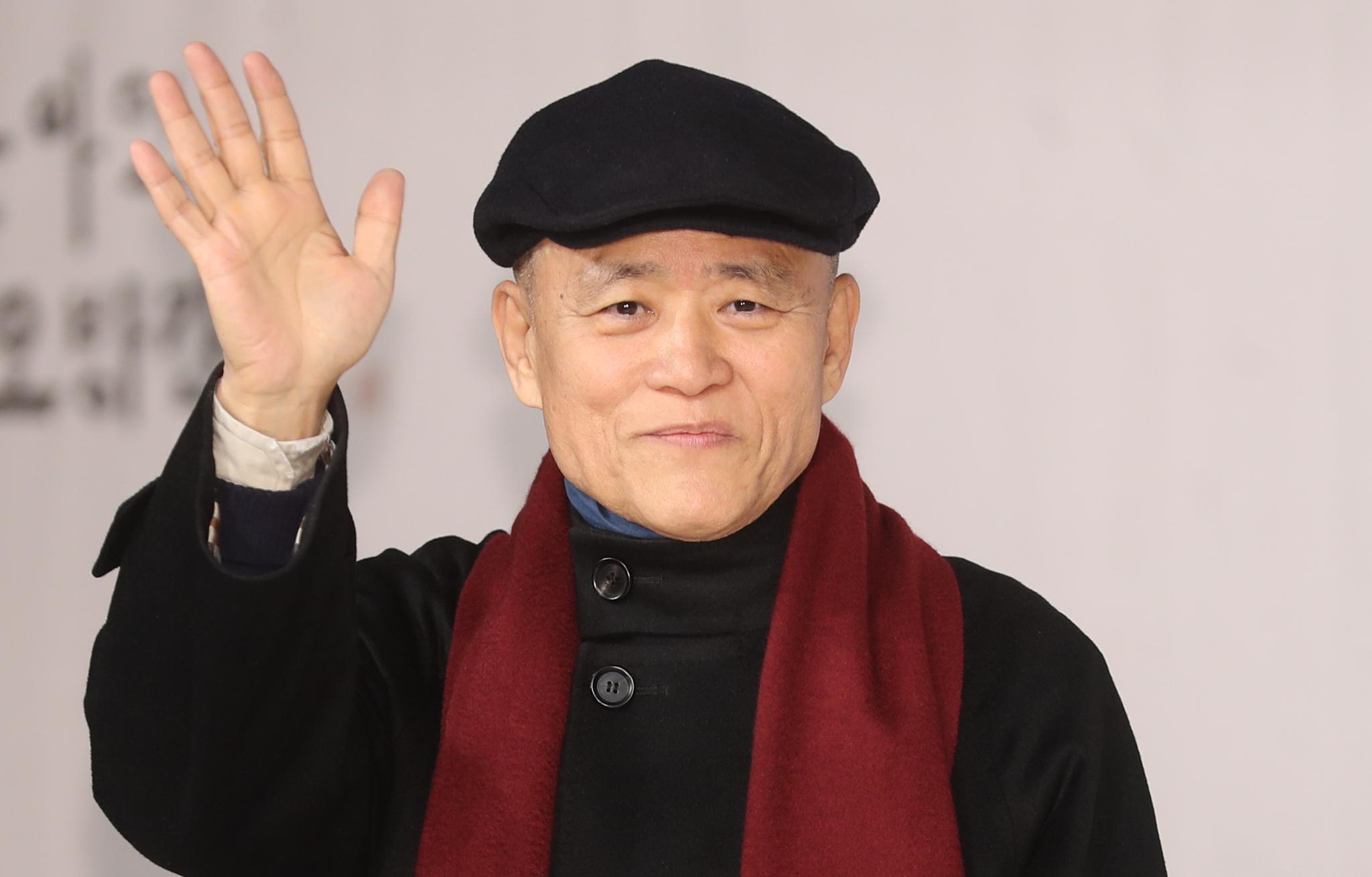 도올 김용옥이 지난 1월 3일 오후 서울 영등포구 타임스퀘어에서 열린 KBS '도올아인 오방간다' 제작발표회에서 포즈를 취하고 있다. [연합뉴스]