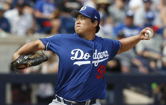 LA 다저스 류현진이 22일(한국시간) 밀워키와 시범경기에서 역투하고 있다. [AP=연합뉴스]