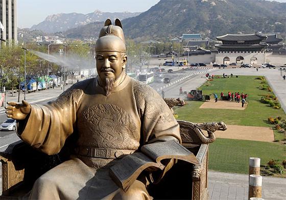 서울 광화문광장에 있는 세종대왕 동상. [뉴스1]