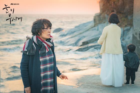 혜자가 시계 때문에 늙어버린 것이 아니라 알츠하이머를 앓고 있다는 사실을 깨닫게 되는 장면. 해당 회차는 닐슨코리아에 따르면 전국 유로가구 기준 평균 시청률 7.9%로 동시간대 드라마 중 1위를 차지했다. [사진 JTBC]
