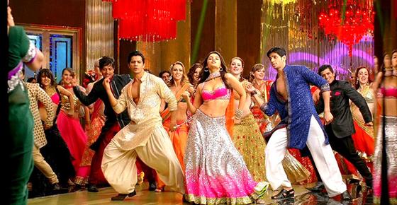 2012년 개봉한 인도 영화 '스튜던트 오브 더 이어'에서 주인공들이 댄서들과 군무를 추고 있다. [유튜브 영상 캡처]