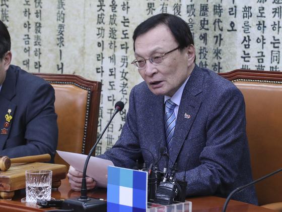 민주당 이해찬 대표가 22일 오전 국회에서 열린 최고위원회의에서 모두발언을 하고 있다 .   임현동 기자