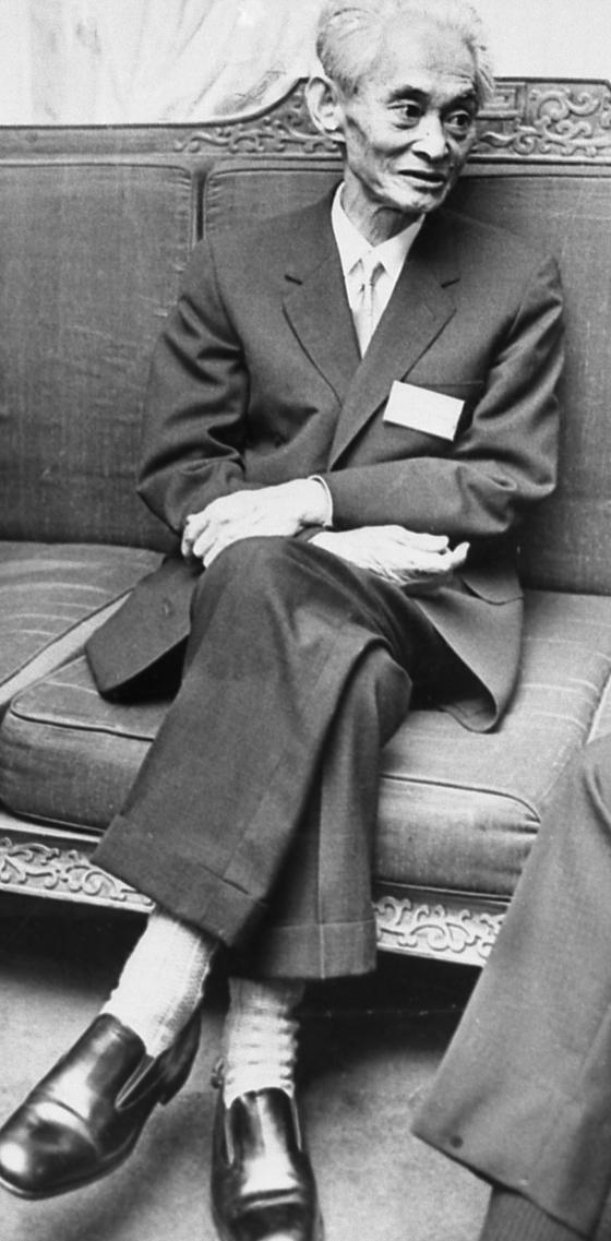 일본인 최초로 노벨문학상을 탄 가와바타 야스나리. 그는 바둑에도 조예가 깊었다. [중앙 포토]