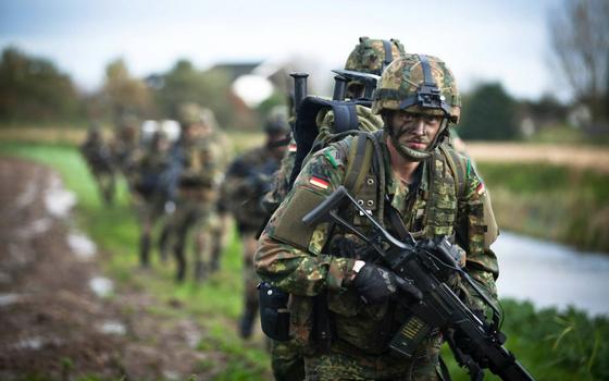 이동하는 독일 육군 공수부대 장병. 독일은 이라크, 아프가니스탄, 시라아 등 해외 각지에 군대를 파병하고 있다. [사진 독일 국방부]