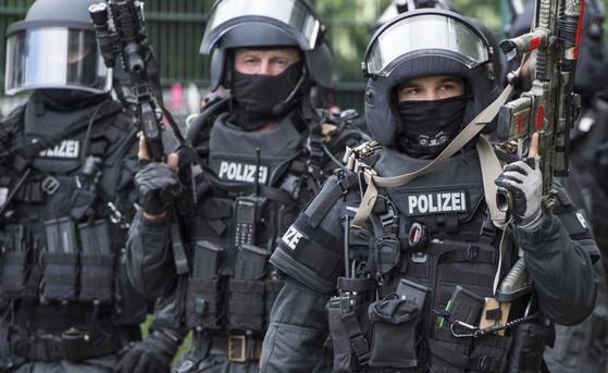 독일 마인즈에서 대테러 훈련중인 독일 경찰특공대.[AP=연합]