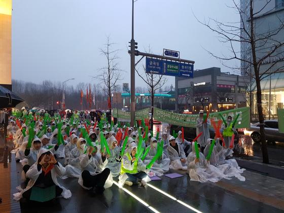 지난 20일 오후 경기 성남시 네이버 그린팩토리 앞에서 네이버노조 공동성명은 3차 쟁의를 열었다. 사진=김정민 기자
