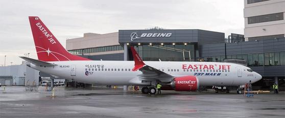 이스타항공은 보유 중인 B737-맥스 8 항공기 2대의 운항을 잠정 중단하기로 결정했다. 사진은 지난해 12월 18일 미국 시애틀 보잉 딜리버리 센터에 주기된 B737-맥스 8. / 사진:이스타항공