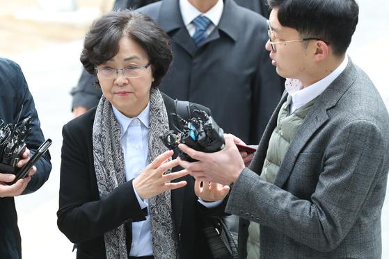 '환경부 블랙리스트'에 관여한 혐의를 받는 김은경 전 환경부 장관이 영장실질심사를 받기 위해 25일 오전 송파구 서울동부지방법원에 출석하고 있다. [뉴스1]