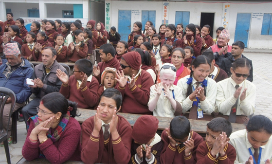 딸께숼 학교에 다니고 있는 시각장애 학생들. 이들이 행사 중 축가를 불렀다. / 사진:정영재