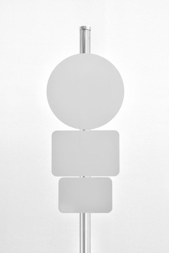 엘름그린 & 드라그셋, 'Adaptation, Fig. 7'( 2018, Stainless steel, 270 x 45 x 40 cm) [사진 국제갤러리]