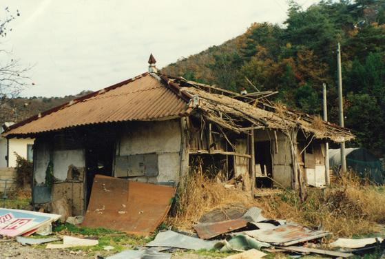 대도시에서 마련한 도시재생 프로젝트는 늘어나는 빈집에 대안을 마련할 수 있을 것 같다. 하지만 지방은 방치된 빈집이 불어나면서 범죄에 노출되고 마을이 황폐해질 수 있는 문제에 처했다. [중앙포토]