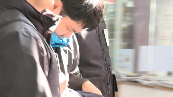 이희진(33.수감)씨 부모를 살해한 혐의로 구속된 김다운(34). [사진 JTBC 화면 캡처]