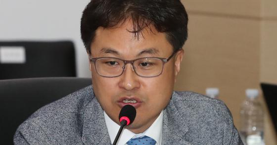 김정우 더불어민주당 의원이 성추행-협박, 명예훼손 맞고소 사건 관련 4월 이후 소환 조사를 받을 전망이다. [연합뉴스]