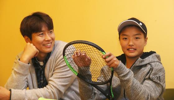 이재아는 테니스와 축구는 스텝이 비슷한 면이 있다면서 아빠로부터 스텝과 튜빙훈련, 멘털을 배운다고 했다. 오종택 기자