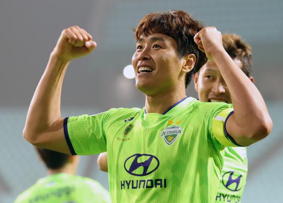 1979년생 올해 40세인 이동국은 지난 6일 베이징 궈안과 아시아 챔피언스리그 경기에서 1골-1도움을 올렸다. 이동국의 시계는 거꾸로 흐른다. [뉴스1]