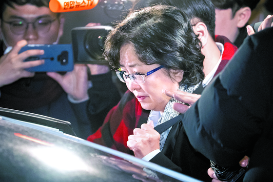 환경부 블랙리스트' 사건에 연루된 김은경 전 환경부 장관이 지난 26일 법원의 영장기각으로 석방되고 있다. [뉴스1]