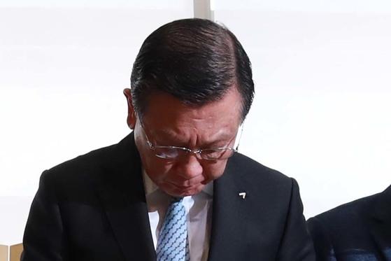 거래정지 파문 등 위기를 겪던 금호아시아나그룹 박삼구 회장이 28일 전격 퇴진을 발표했다. [연합뉴스]