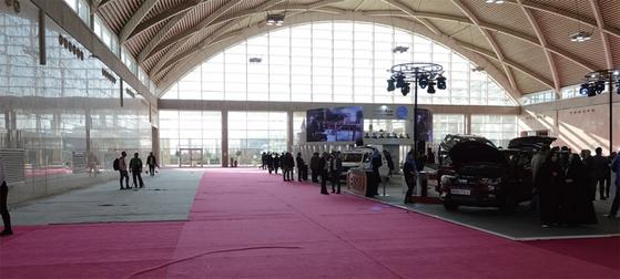 2019년 1월 이란 테헤란에서 모터쇼가 열렸지만 제재의 여파로 행사장은 텅 비었다. / 사진:연합뉴스