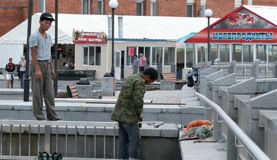 2012년 러시아 블라디보스토크 공사장에서 작업하는 북한 노동자들.