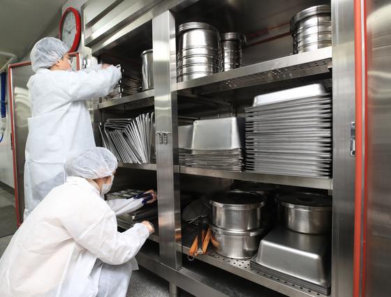 요식업 창업을 하기 위해선 튼튼한 체력과 부지런함이 필수다. 중노동에 가까운 식당 일을 하루 종일 해야 하고, 식자재와 조리기구의 위생 관리에도 엄격해야 하기 때문이다. [연합뉴스]