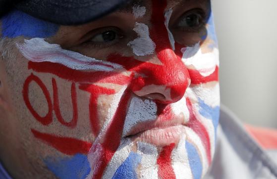 브렉시트를 지지하는 시위자의 모습. [AP=연합뉴스]