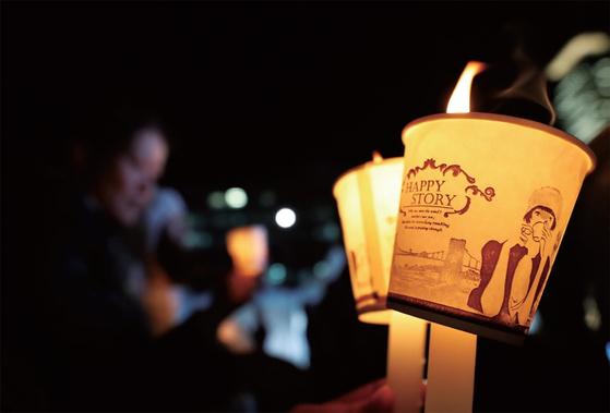 대한민국을 뒤바꾼 촛불은 광장정치와 민주주의의 역동성을 보여준 역사적 사건이었다.