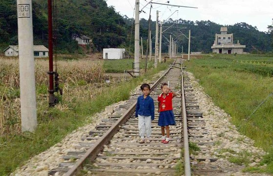 북한 금강산 인근의 철로 [중앙포토]