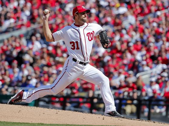 워싱턴 에이스 맥스 슈어저가 20109년 메이저리그 전체 연봉 1위 선수인 것으로 나타났다. 29일 개막전에서 뉴욕 메츠를 상대로 역투하는 슈어저. [AP=연합뉴스]
