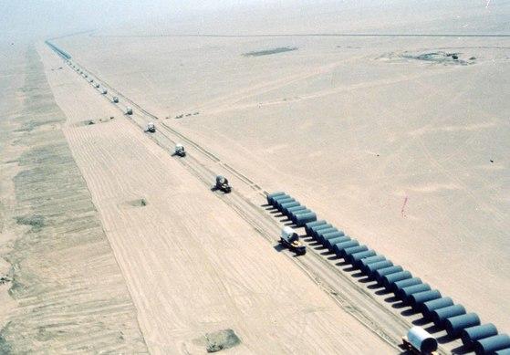 국내 건설사가 1980년대 수주했던 '리비아 대수로' 공사 현장. 성장을 거듭해오던 한국 건설산업이 최근 빠르게 후퇴하고 있다. [중앙포토]