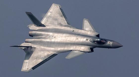 중국 J-20 스텔스 전투기