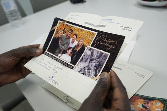 라파엘이 지난해 한국을 방문했을 때 가져온 미국 후원자의 편지. 라파엘은 후원자를 '내 삶을 변화시킨 가장 친한 친구'라고 소개했다. [사진 한국컴패션]