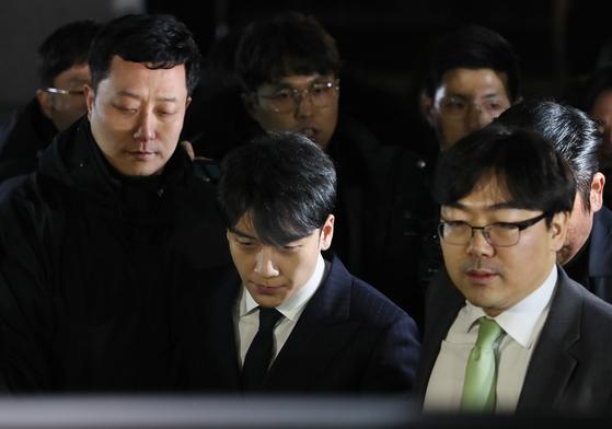 빅뱅 승리(가운데) [연합뉴스]