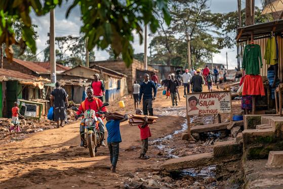 세계 3대 빈민가로 불리는 케냐 키베라 길거리의 모습 [사진 한국컴패션]