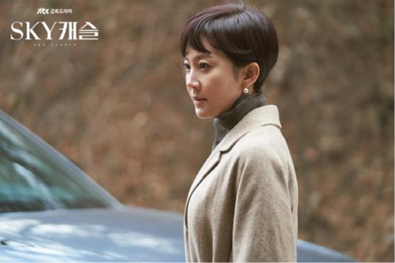 드라마 'SKY캐슬'에서 한서진( 염정아) 부부는 각각 침대를 따로 쓰는 것으로 묘사된다.    [사진 JTBC]