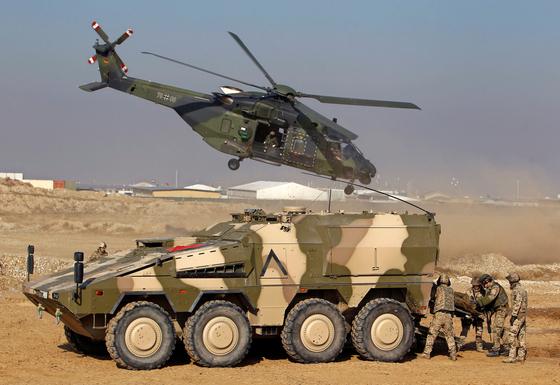 아프가니스탄에 파병됐던 독일군의 모습. 독일을 비롯한 나토의 유럽 회원국들은 아프가니스탄 안정화 작전의 핵심을 맡았다. [로이터=연합뉴스]