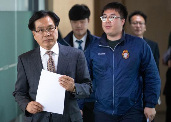 조기호 경남FC 대표(왼쪽)가 2일 축구회관에서 열린 상벌위원회에 참석하고 있다. [뉴스1]