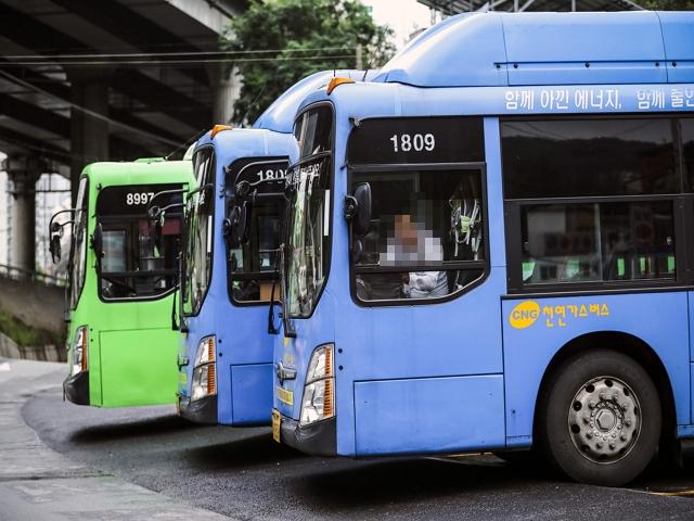7월부터 시내버스에도 주 52시간 근로제가 적용된다. [중앙포토]